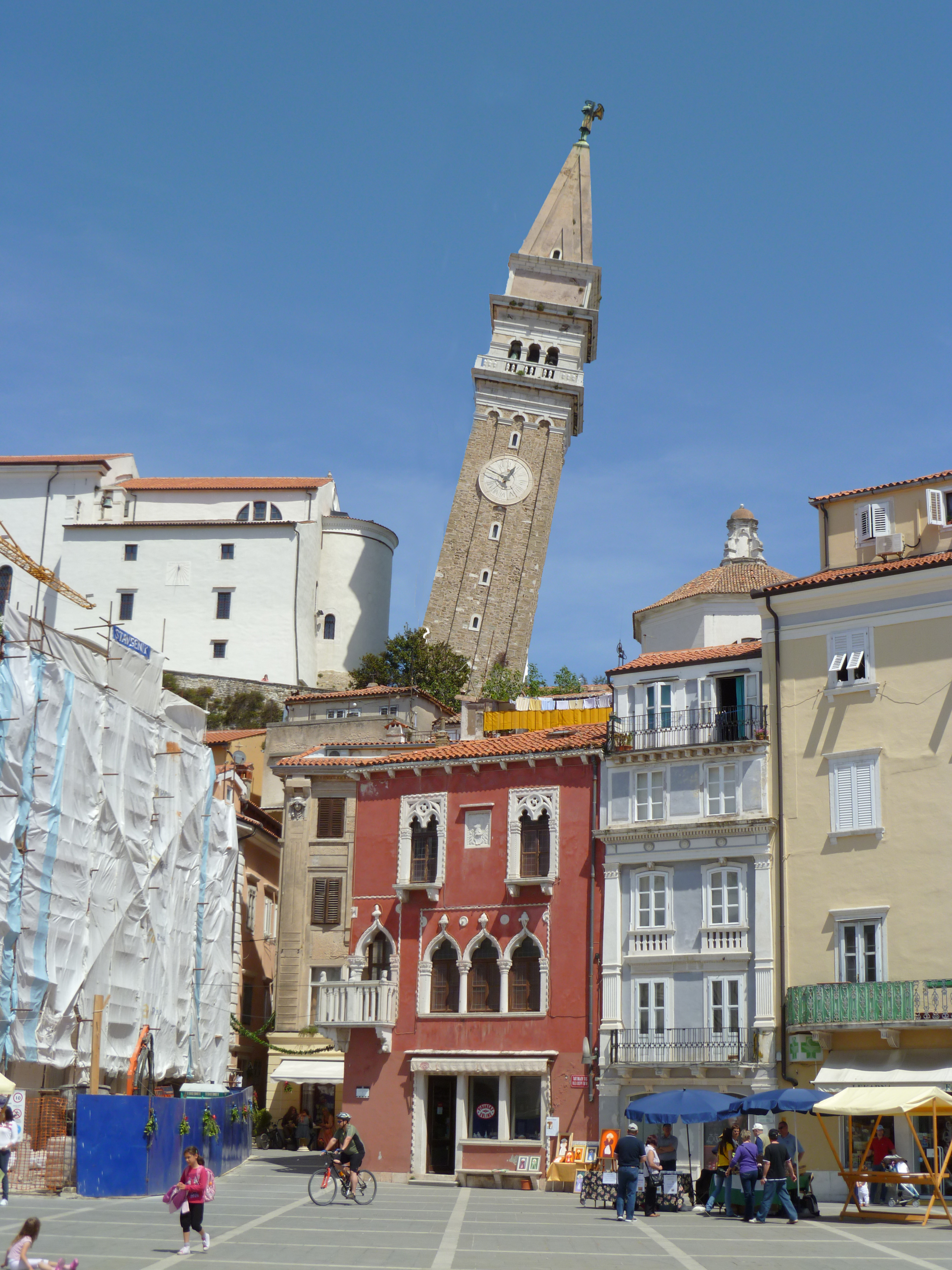Piranski zvonik se nevarno nagiba nad mesto!